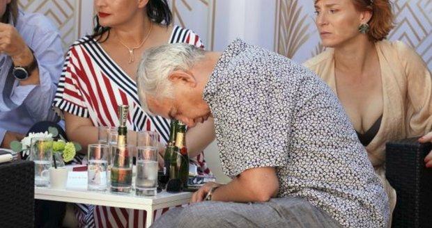 Miroslav Donutil usnul přímo na akci v Karlových Varech