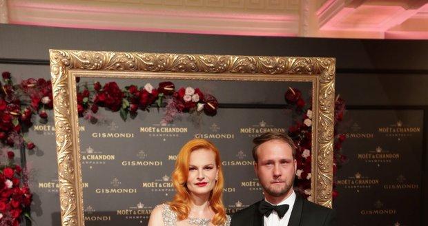 Moët party ve Varech: Iva Pazderková s přítelem