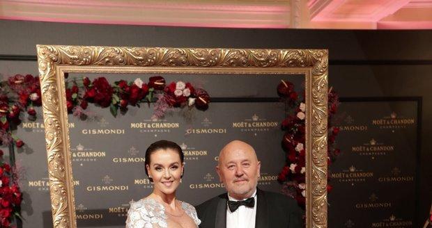 Moët party ve Varech: Iva Kubelková s partnerem