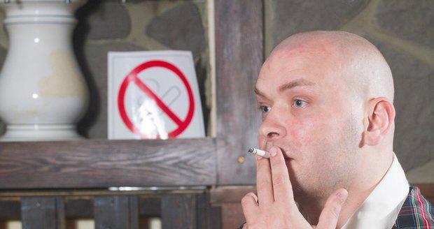 Zákaz kouření platí už i před hospodami. Nový zákon bojuje za zdravější Švédsko