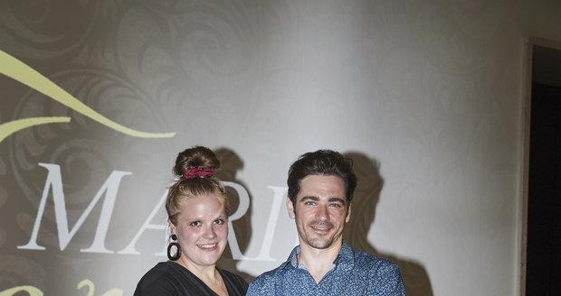Vojta Kotek a Stefanie Reinspergerová na tiskové konferenci k dalším dvěma dílům minisérie Marie Terezie