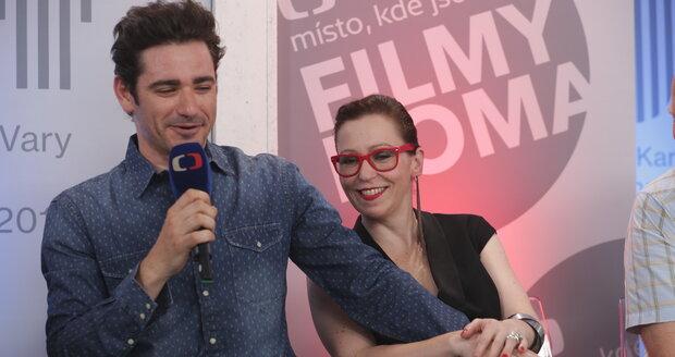 Vojta Kotek a Zuzana Stivínová na tiskové konferenci k dalším dvěma dílům minisérie Marie Terezie