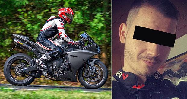 Motorkářská instastar Lumír (†27) se zabil na Červenohorském sedle: Hasiči rozezlili kamarády