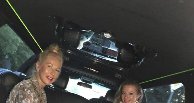 Inna Puhajková v limuzíně Blesku