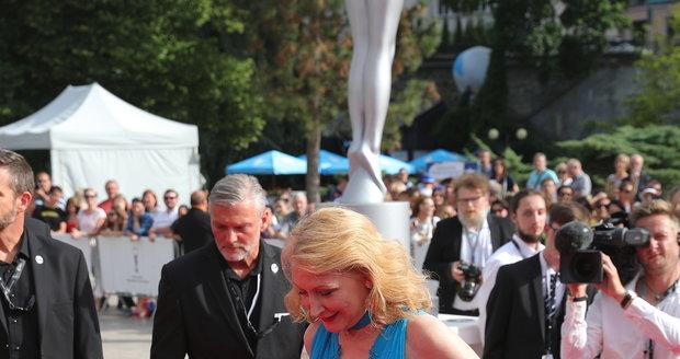 Patricia Clarkson na červeném koberci v Karlových Varech.