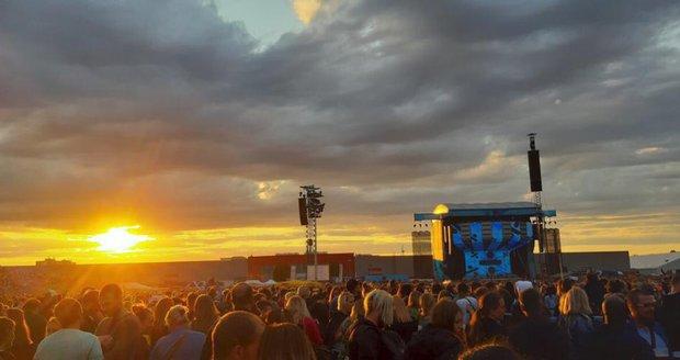 Ed Sheeran vystoupil v Letňanech. Podle pořadatelů na jeho koncert zamířilo 80 tisíc návštěvníků.