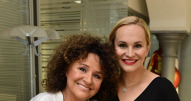 Jitka Zelenková a Monika Absolonová ve studiu Blesku