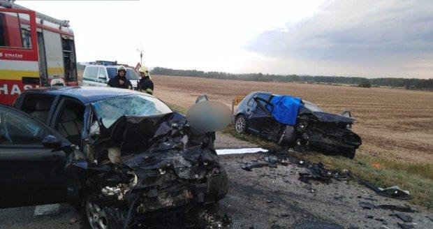Obrovská tragédie na Novojičínsku: Čelní srážku dvou aut nepřežilo dítě a 3 lidé!