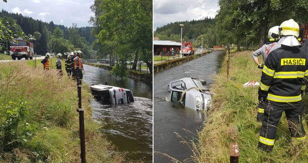 Žena potopila u Vyššího Brodu auto, nejspíš usnula za volantem