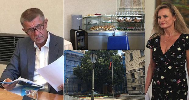 Babišova vláda zasedla bez ministrů z ČSSD. Hamáčkovu partu nahradili náměstci