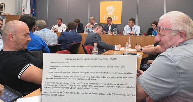 ČSSD trvá na Šmardovi Zemanovi navzdory. K demisím ministrů zazněl termín