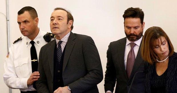 Kevin Spacey byl obviněn ze sexuálního zneužívání, prokuratura obvinění stáhla.