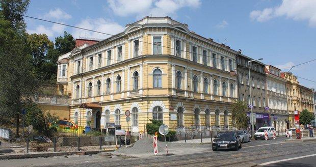 Lékařský dům v ulici Dukelských hrdinů čeká rekonstrukce.