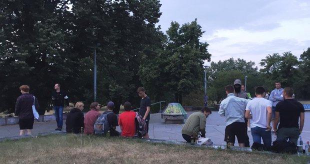 U metronomu v Letenských sadech se konala v pátek večer velká kontrola mladistvých.