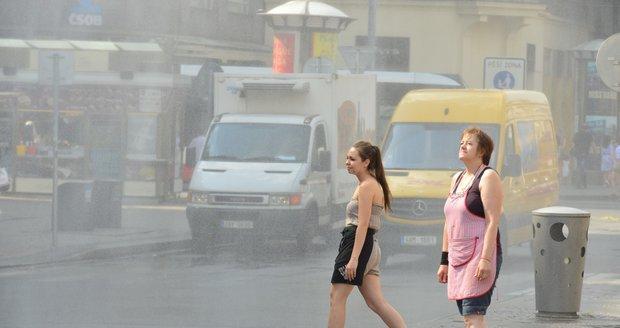Vedro rozpálilo Česko až na 35,8 °C. Bouřky a kroupy dorazí v sobotu, sledujte radar