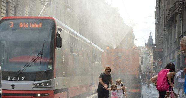 Do Prahy míří tropy: Připravte se na teploty i přes třicet stupňů