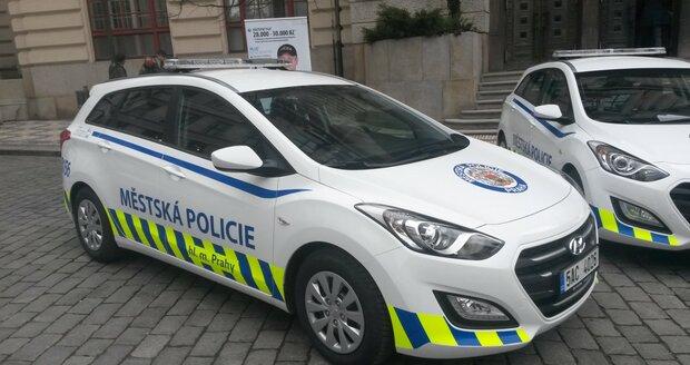 Strážníci by se mohli dočkat elektromobilů. Na fotografii jsou vozy značky Hyundai, které obdrželi od města v roce 2016.