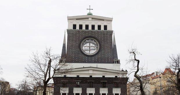 Kostel Nejsvětějšího srdce Páně na náměstí Jiřího z Poděbrad.