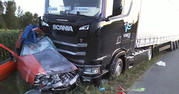 Křižovatka smrti u Hodonína: Dva mladí lidé tu zahynuli pod koly kamionu