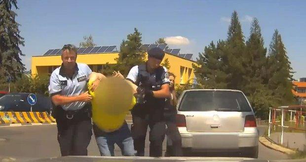 Problémy se seznamováním s policistou