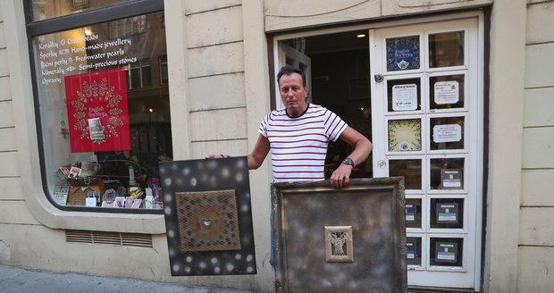 Libor Baselides se svými obrazy
