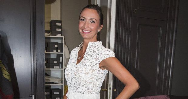 Lucie Gelemová si vyzkoušela svatební šaty