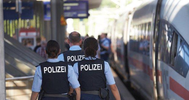 Muž shodil na hlavním nádraží pod rychlík matku s dítětem. Chlapec (†8) nepřežil