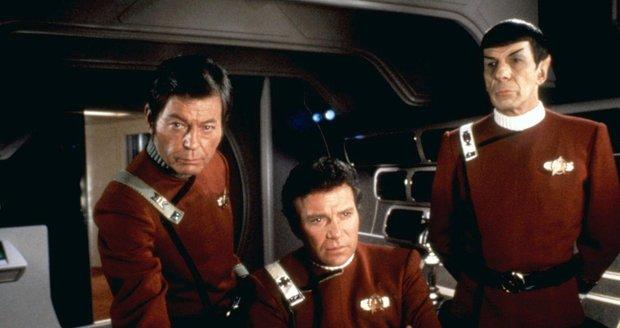 "Leonar ""Kostra"" McCoy, James T. Kirk a Spock ve snímku Star Trek II: Khanův hněv."