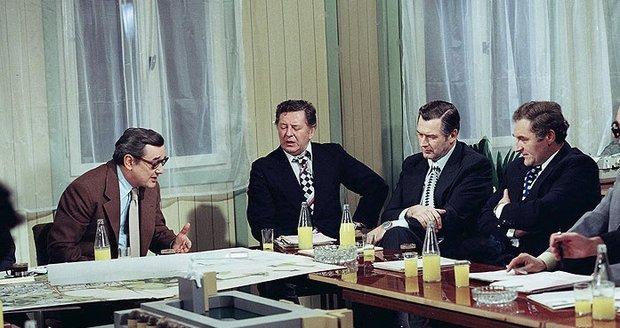 Antonín Hardt (vpravo) v seriálu Dnes v jednom domě