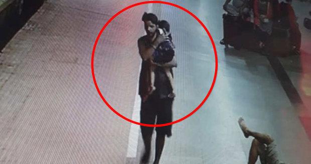 Holčičku (†3) unesli z nádraží a střídavě ji znásilňovali. Přišla i o hlavu