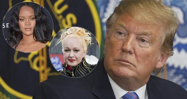 Rasista, tepou Trumpa po masakrech politici i celebrity. V USA zase volají po regulaci zbraní