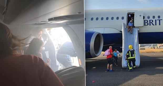 V letadle vypukl požár a cestující zahltil kouř. Nouzově přistálo ve Valencii
