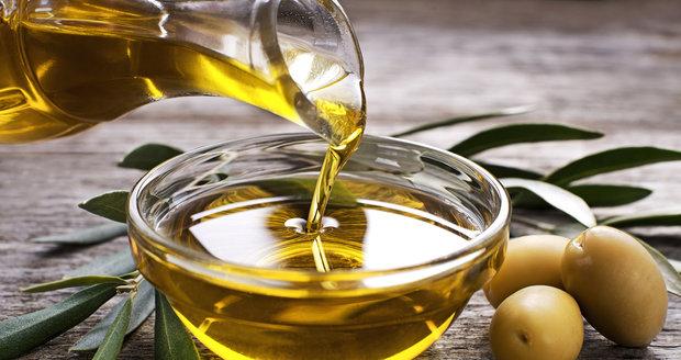 Olivový olej by neměl chybět v žádné kuchyni. Jeho zdravotní účinky jsou nenahraditelné.