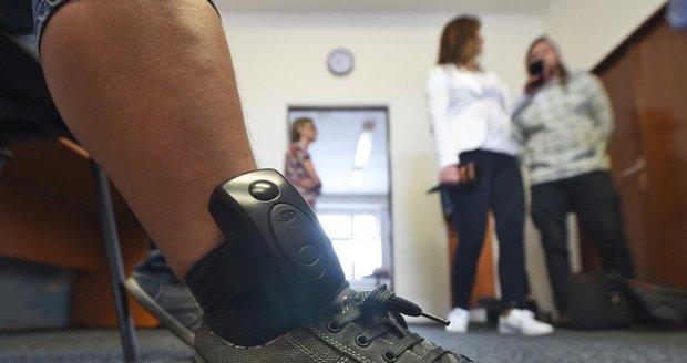 Elektronický náramek hlídá, zda odsouzený neporušuje rozhodnutí soudu.