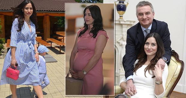 Alex Mynářová porodila. Se Zemanovým kancléřem se radují z druhého chlapečka