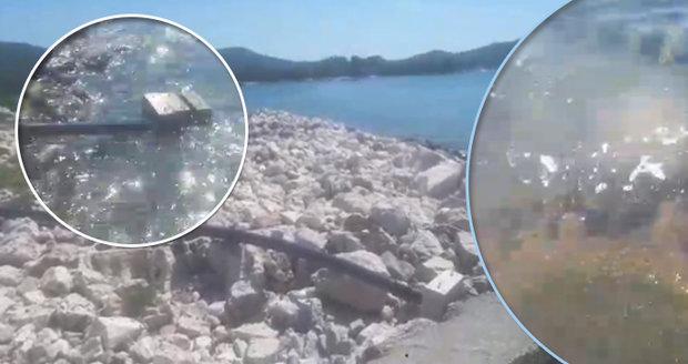 Nechutná praxe v chorvatském ráji: Fekálie vypouštějí rovnou do moře!