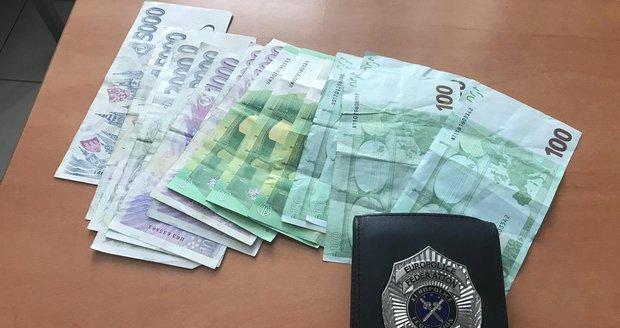Hotelového hosta z ciziny okradl falešný policista.
