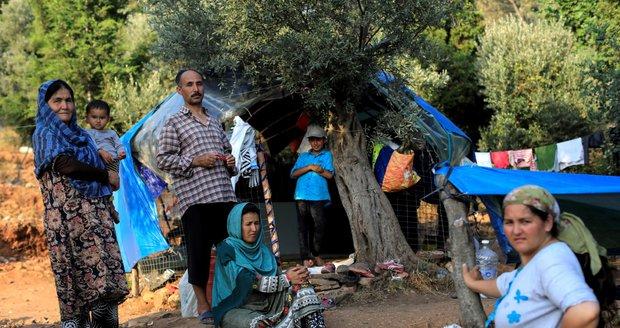 Řecko nezvládá nápor migrantů, žádá o pomoc. V zoufalých podmínkách živoří 20 tisíc lidí