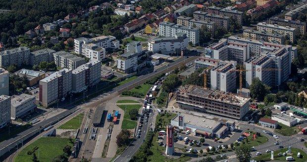 Takto krásně vypadá východ Prahy z paluby letadla.