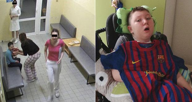Adámek (11) skončil po operaci mandlí v kómatu: Postup zdravotnic byl proti zdravému rozumu, říká policie