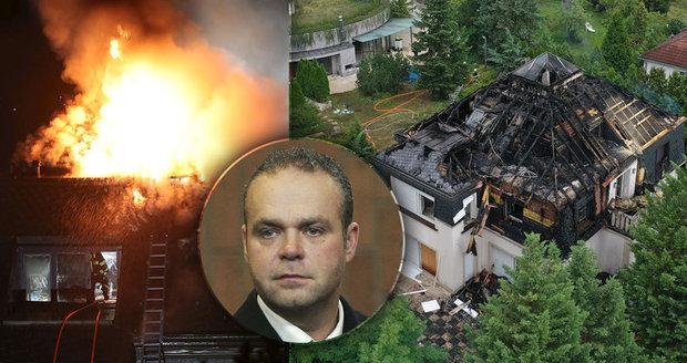 Nečekaný scénář žhářského útoku na Krejčířovu vilu: Zapálili ji, aby se konečně prodala?