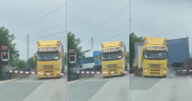 Neskutečné záběry nehody z Uhříněvsi: Kamion na přejezdu stál dlouho, pak přišel ničivý náraz