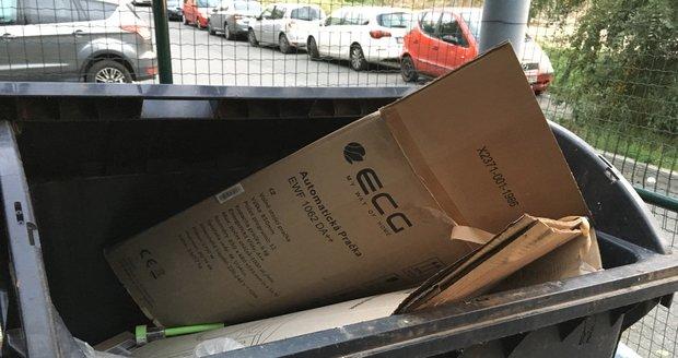 Někteří Pražané ignorují třídění odpadu a vyhazují vše hlava nehlava.