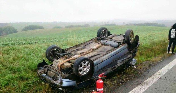 Během soboty řešili záchranáři na jihomoravských silnicích 16 vážných havárií. Ve třech případech museli řidiče a posádky z vraků vyprošťovat.