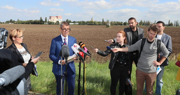 Andrej Babiš (ANO) mluvil u pole a metra v Letňanech o nové administrativní čtvrti. (17.9.2019)