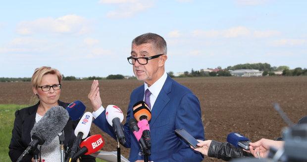 Andrej Babiš (ANO) mluvil u pole a metra v Letňanech o nové administrativní čtvrti (17. 9. 2019).