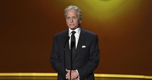 Ceny Emmy předával i Michael Douglas