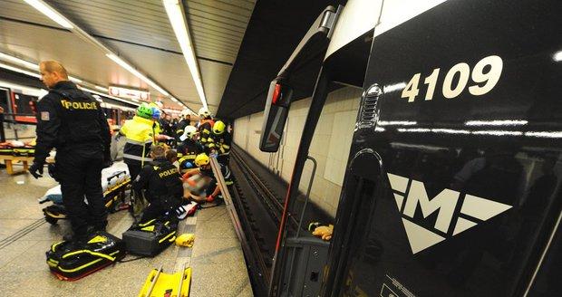 Ve stanici Stodůlky spadl pod soupravu metra muž. (ilustrační foto)