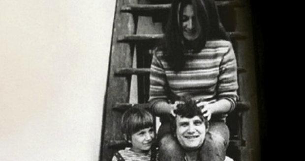 Jiří Suchý s první manželkou Bělou a synem Jakubem