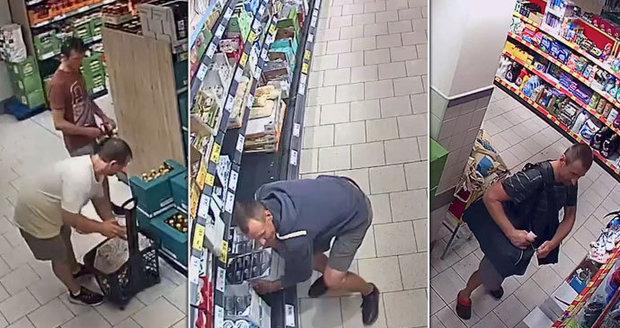 Po těchto mužích pátrá policie, kradli v supermarketu v Letňanech.